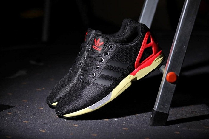 adidas-originals-zx-flux-core-blackred-02-960x640