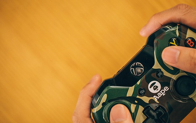 a-closer-look-at-the-xbox-one-aape-by-a-bathing-ape-edition-7