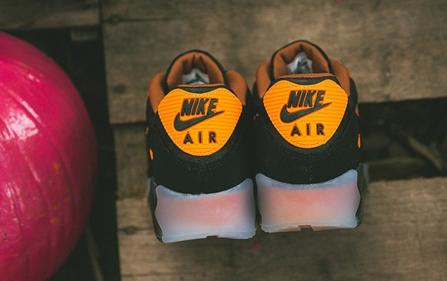 a-closer-look-at-the-nike-air-max-90-ice-halloween-4