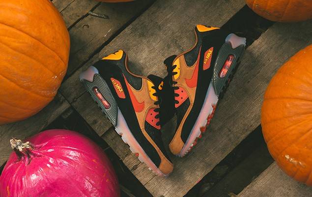a-closer-look-at-the-nike-air-max-90-ice-halloween-1