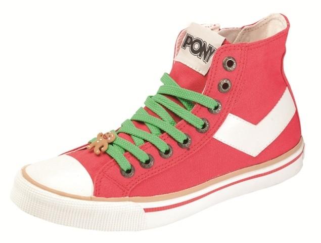 以聖誕玫瑰紅作為鞋身基底,採用適合冬季的中筒設計搭配內腰拉鍊,讓穿了厚襪的你在穿脫之間更easy!