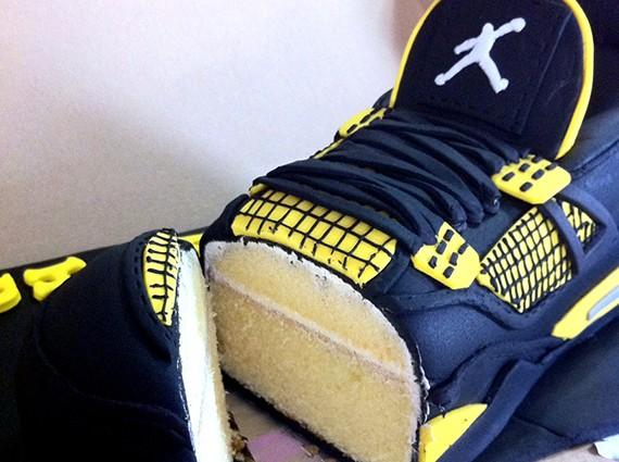 air-jordan-iv-thunder-sneaker-cake