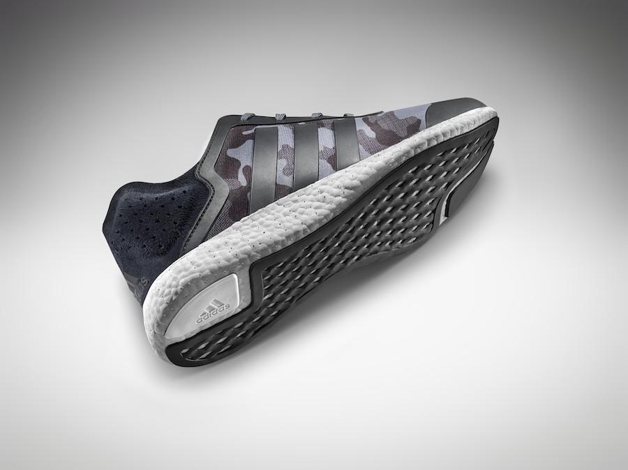 4.adidas Pure Boost於運使用四向透氣鞋面以及無縫線科技,後跟搭配TIRRENINA 麂皮設計增添時尚元素,襯托整體設計