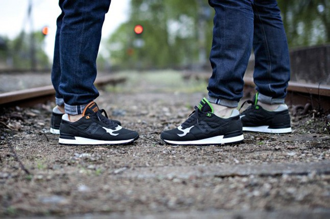 solebox-saucony-shadow5000-the-lucanid-tracks-hero-1