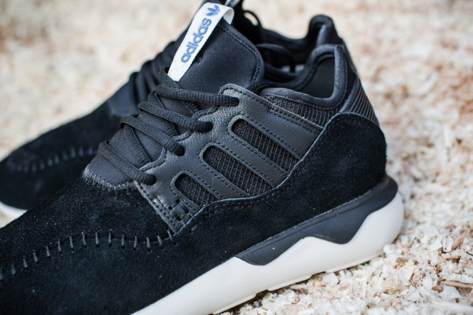 "newest b1ff0 a3a67 黑潮來襲adidas Tubular Moc Runner ""Core Black"" 新色釋出  OVERDOPE 華人首席線上時尚潮流雜誌"