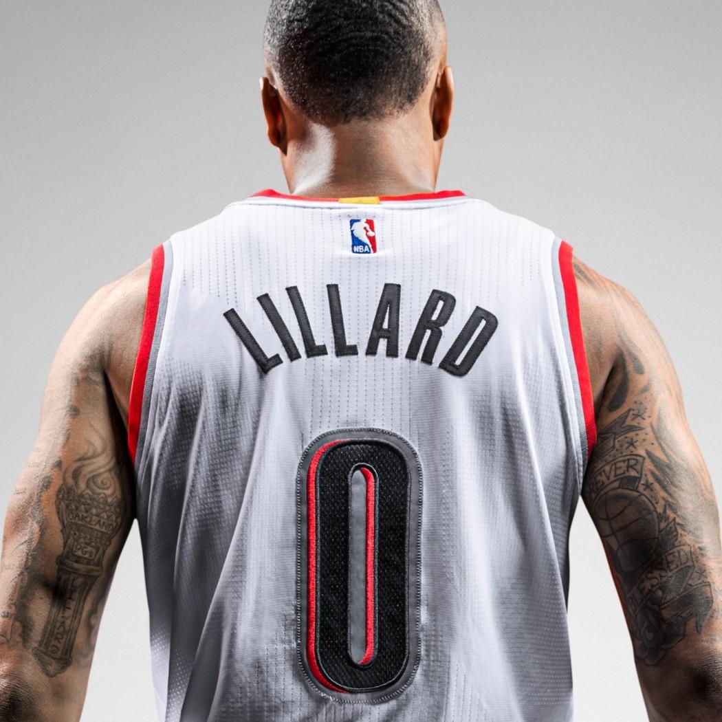 "4.Damian Lillard選擇""0""作為背號,正是以英文字母""O""代表三個他稱為家的地方:出生地奧克蘭Oakland 、大學Weber State University所在地Ogden與目前他所效力的城市波特蘭所在的奧勒岡州Oregon。"