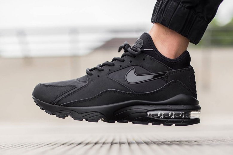 nike-air-max-93-triple-black-11