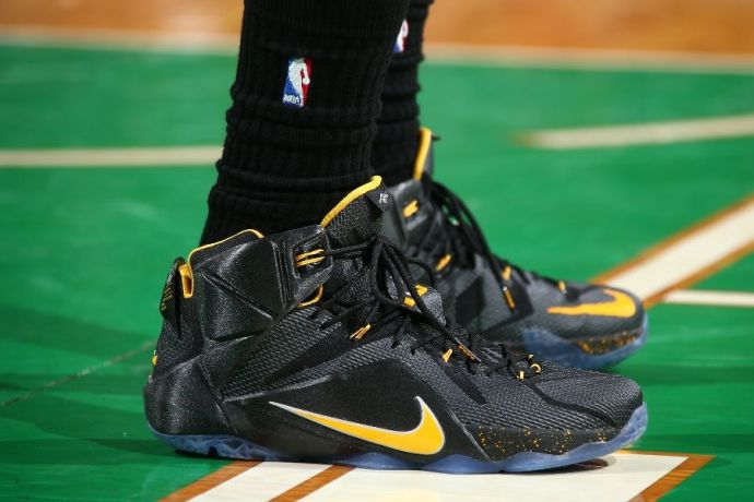 lebron-james-nike-lebron-xii-12-black-yellow-pe-november-14-2014