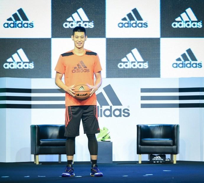 1.adidas旗下NBA超級巨星-洛杉磯湖人隊後衛林書豪展開「adidas x 林書豪 決戰夏日」台灣行程,今日上午旋即召開記者會