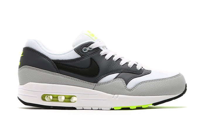 nike-air-max-1-essential-neon-1