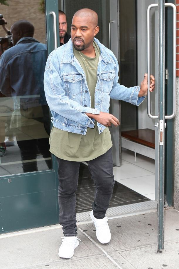 kanye-west-leaving-his-nyc-apartment-pic1177