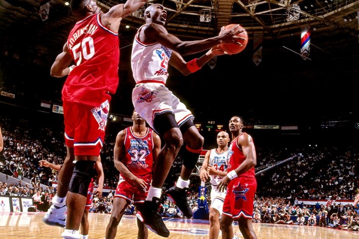 mitchell-and-ness-honors-mj-3