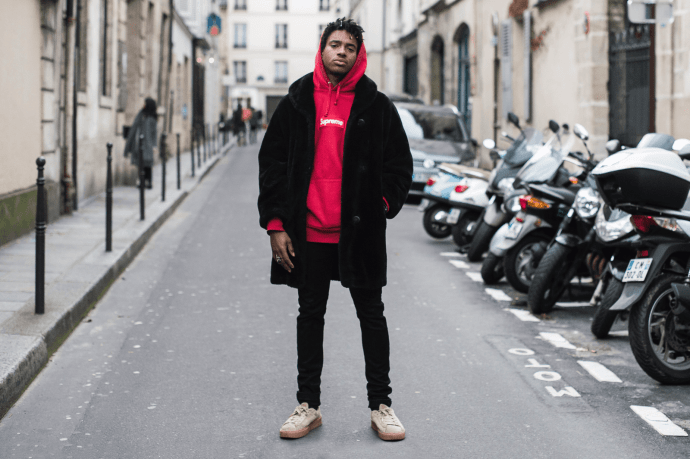 recent-street-styles-at-paris-fashion-week-2016-fall-winter-02022