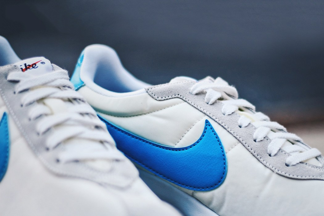 nike-roshe-ld-1000-summit-white-blue-glow-white-safety-orange-2