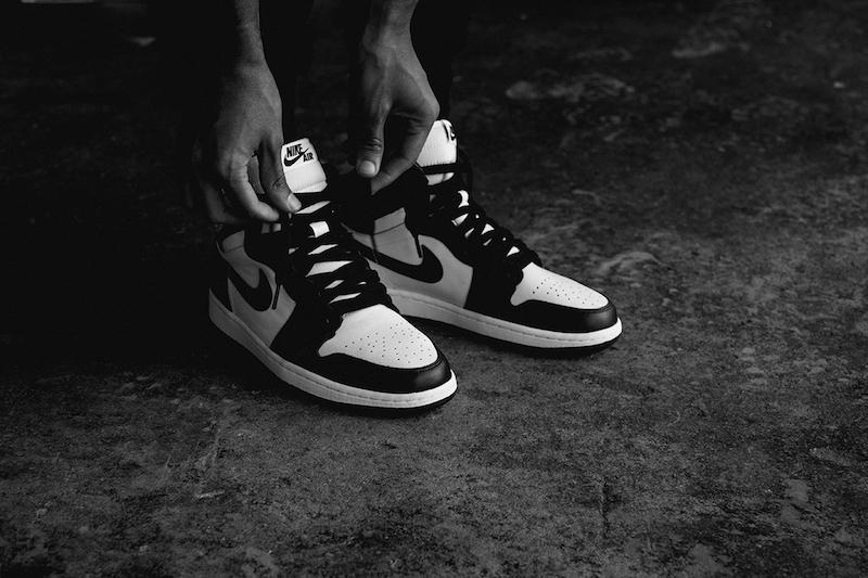 air-jordan-i-1-retro-high-og-black-white-1