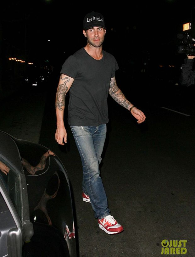 September 30, 2013: Adam Levine and model girlfriend Behati Prinsloo (not pictured) have a dinner date at Mr. Chow in Beverly Hills, CA. Mandatory Credit: INFphoto.com Ref: infusla-195