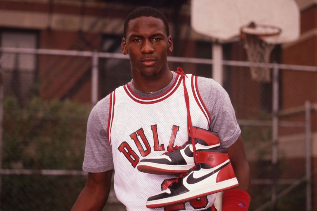 michael-jordan-air-jordan-1-black-toe