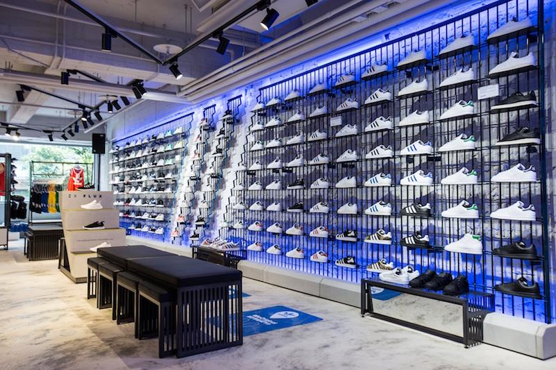 adidas Originals全新忠孝經典門市 巨型鞋牆