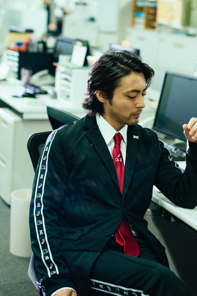 asics-business-track-suit-takayuki-yamada-anrealage-1