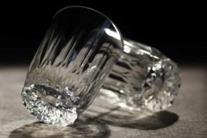 人類科技又突破了?這玻璃杯怎麼摔都不會破你信嗎?