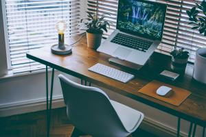 How To Select The Right Desk For Work
