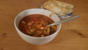 minestrone-soep-eten