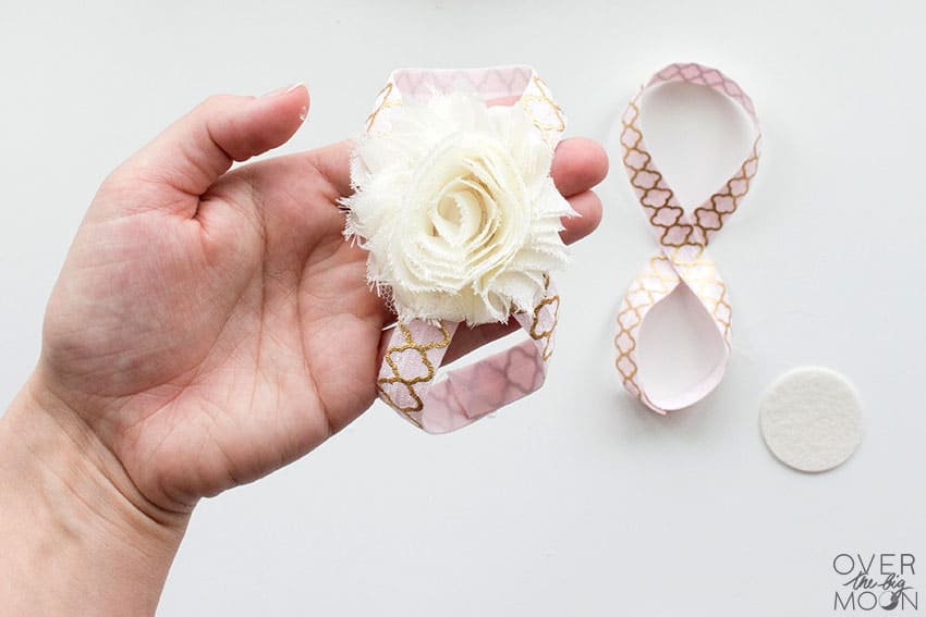 DIY Baby Barefoot Sandals that are perfect for babies newborn - 18 months! From overthebigmoon.com!