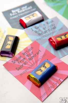 Easy Printable Ninjago Valetine's Printable with Mini Candy Bar Wrapper. Print from overthebigmoon.com