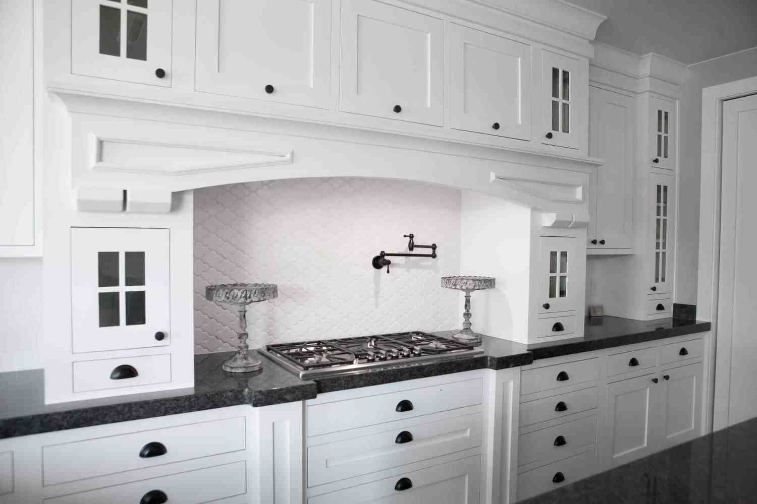 10 Rules To Create The Perfect White Kitchen Over The Big Moon
