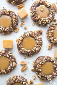 Chocolate Pecan Turtle Cookies - this cookie is the best for your chocolate cookie lovers! From overthebigmoon.com!