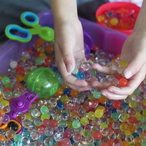 Water Bead Activities for Kids - come check out all these fun ways to play with water beads! From www.overthebigmoon.com!