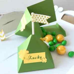 St Patrick's Day Lucky Treat Box tutorial! This is such a fun idea for kiddos!