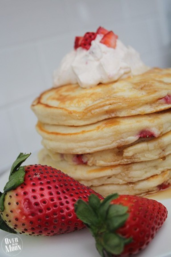 Strawberry Pancakes with Strawberry Vanilla Whipping Cream - this fruit breakfast is subtle, but super tasty! The whipping cream help makes this breakfast perfect! From www.overthebigmoon.com!