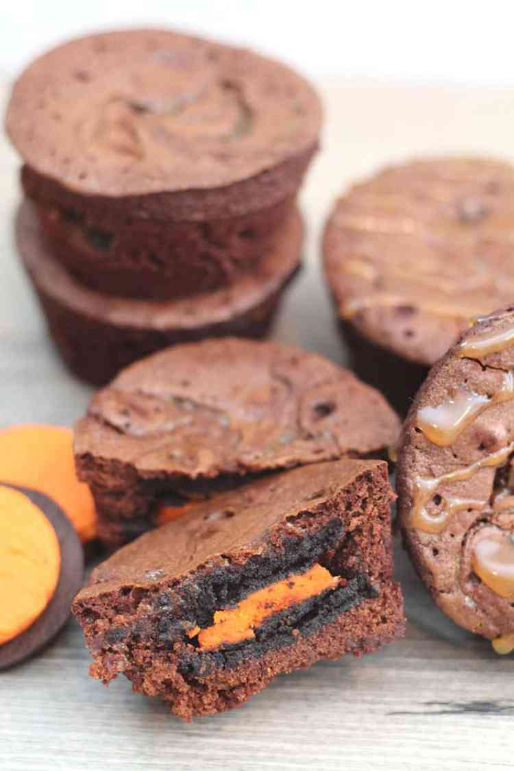These Halloween Oreo Filled Caramel Brownie Bites are so easy to make and super yummy! Check out the deets at www.overthebigmoon.com!