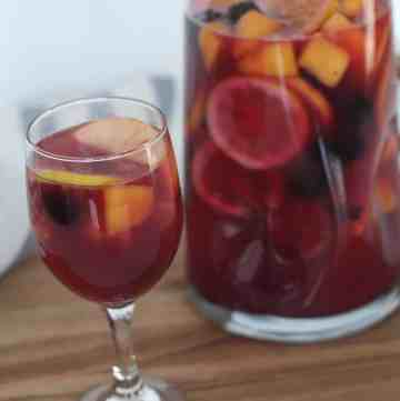 This super tasty Virgin Sangria is seriously so tasty! Must try! From www.overthebigmoon.com