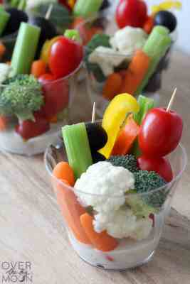 Easy Veggie Cups - I love making these veggie cups for any party or gathering! | www.overthebigmoon.com