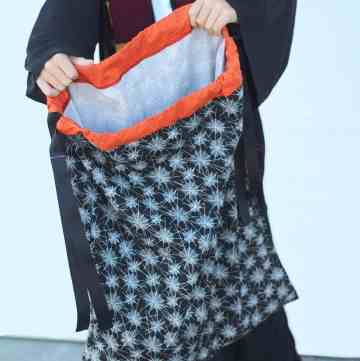 Trick or Treat bag for older kids - a drawstring pillowcase! From www.overthebigmoon.com