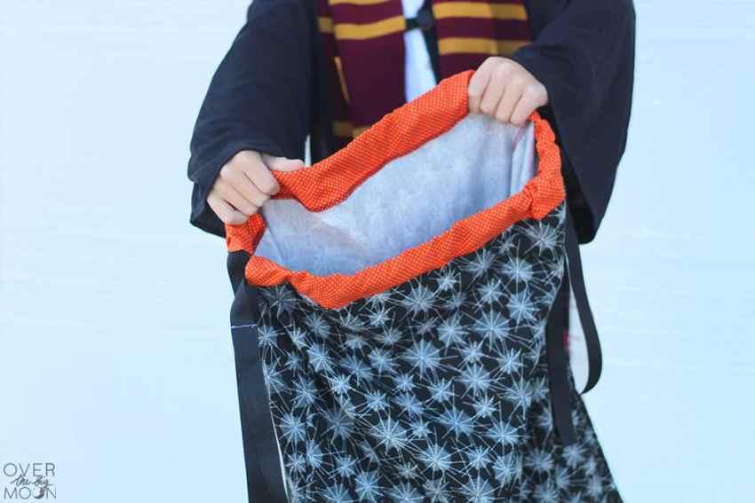 Drawstring Pillowcase Trick or Treat Bag - www.overthebigmoon.com
