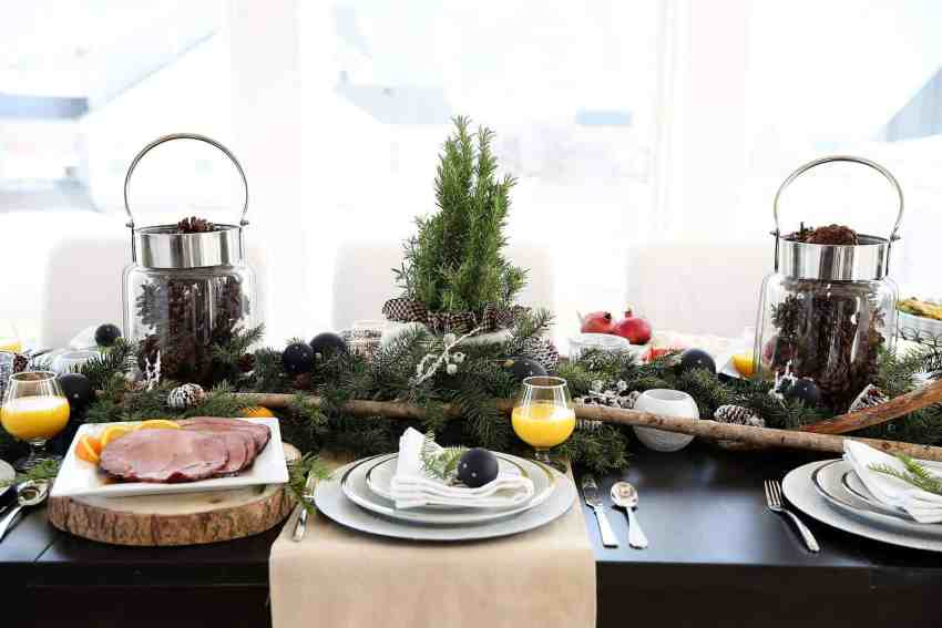 Christmas Food Table Ideas and Menu Ideas from www.overthebigmoon.com!