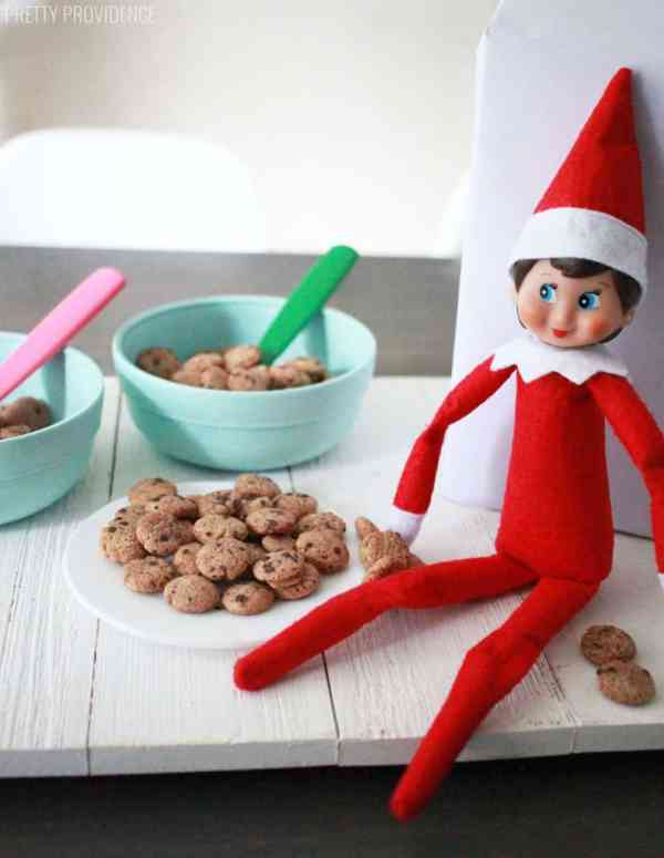 Elf Makes Cookies - with Cookie Crisp!