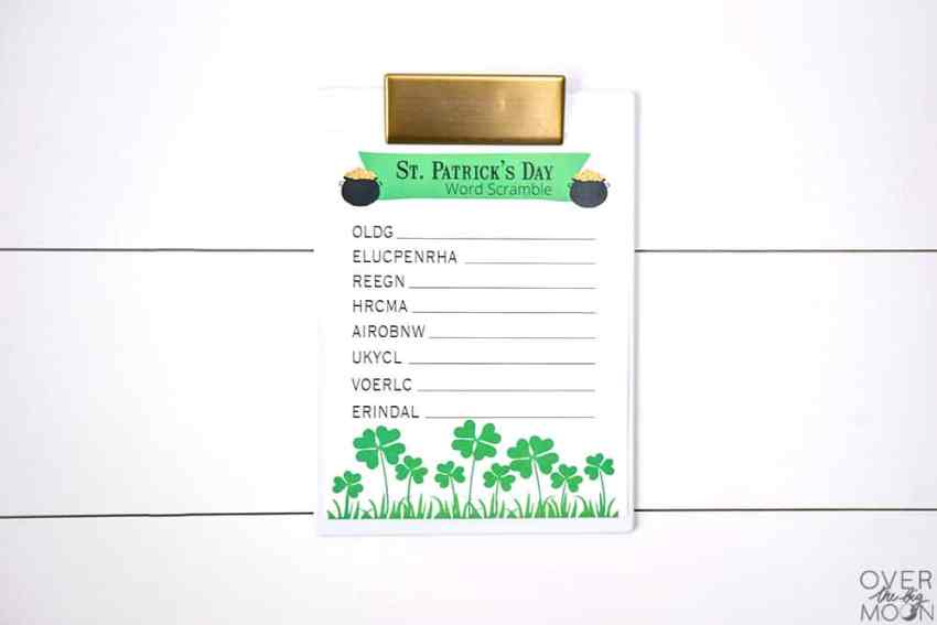 Kids St. Patrick's Day Game - This St. Patrick's Day Word Scramble is perfect for older elementary aged kids! From overthebigmoon.com!