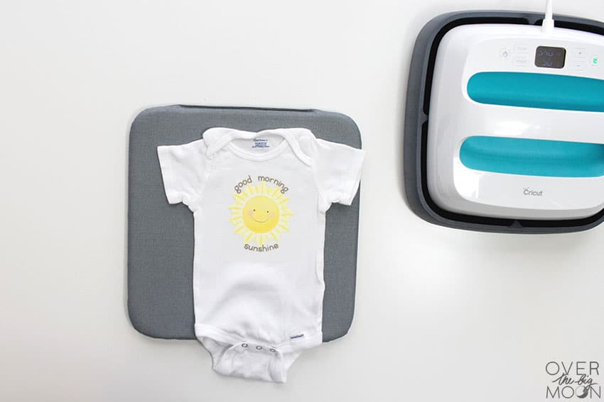 How to make a customized baby onesie from overthebigmoon.com!