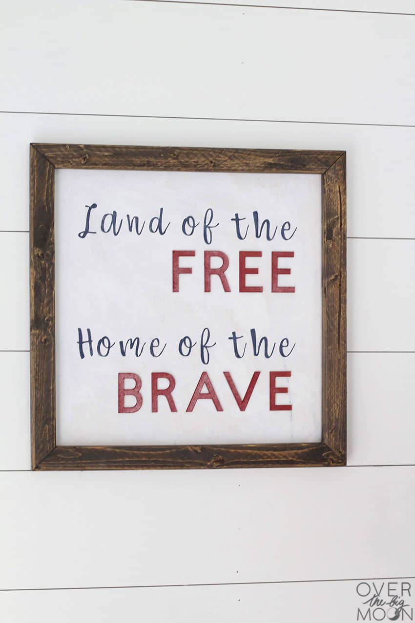 Fun DIY 4th of July Sign using vinyl and chipboard! From overthebigmoon.com!