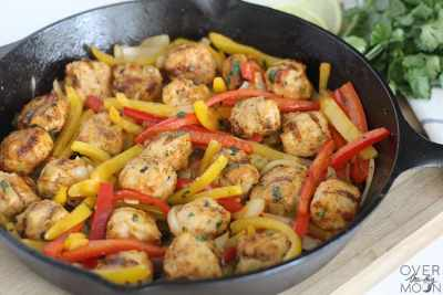 Buffalo Ranch Chicken Fajitas - a super easy 30 minute meal idea! From overthebigmoon.com!
