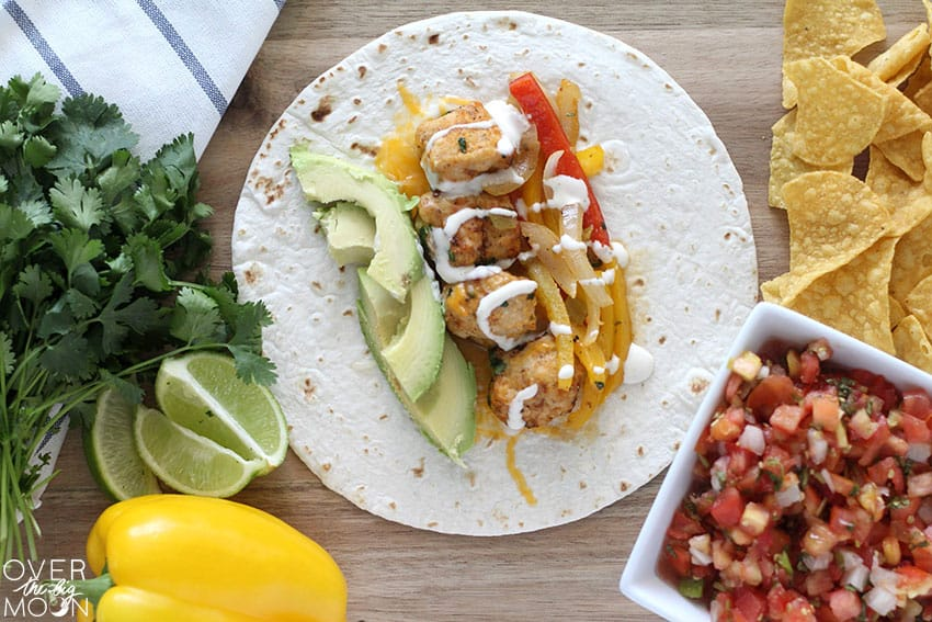 Chicken Fajitas with a Buffalo Ranch flavoring that is so beyond tasty! From overthebigmoon.com!