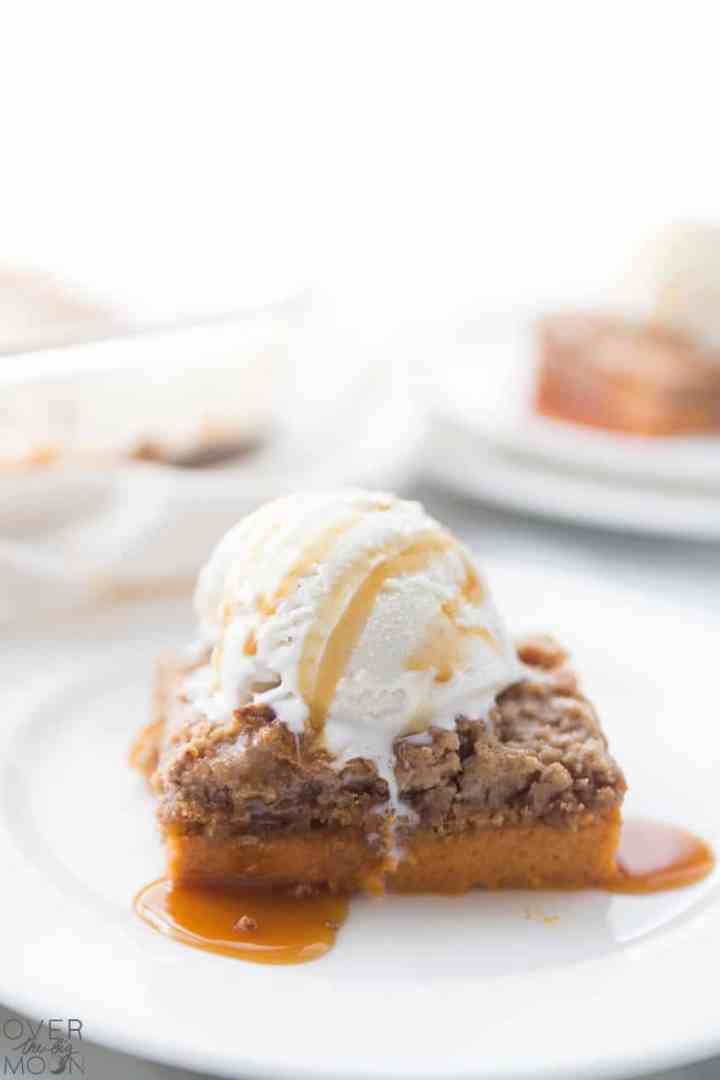 Pumpkin Dump Cake aka Gooey Pumpkin Cake! From overthebigmoon.com!