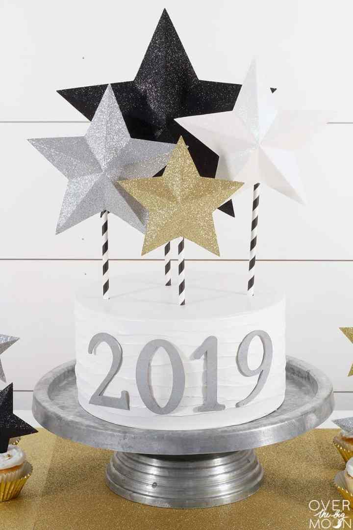Super universal and easy DIY Star Cake Topper from overthebigmoon.com!