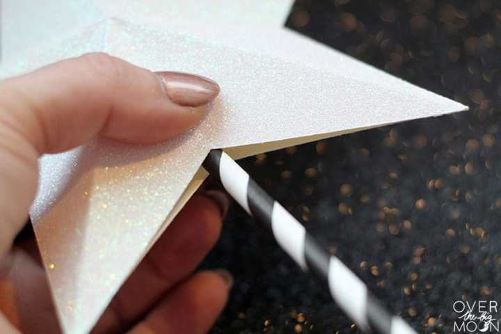 Add a paper straw to the bottom of the cake topper! From overthebigmoon.com!