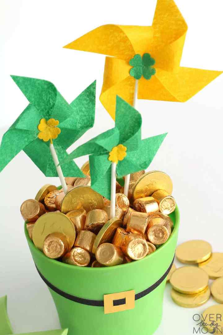 Felt PinWheels in the Pot o' Gold St. Patrick's Day Centerpiece!