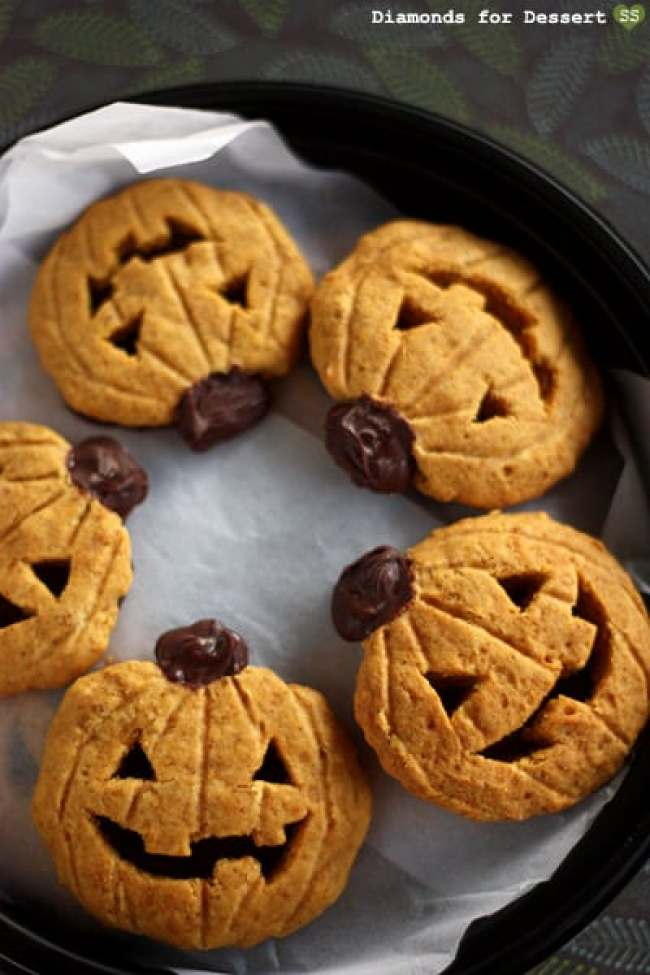 Pumpkin Cookies that look like Jack O Lanterns.
